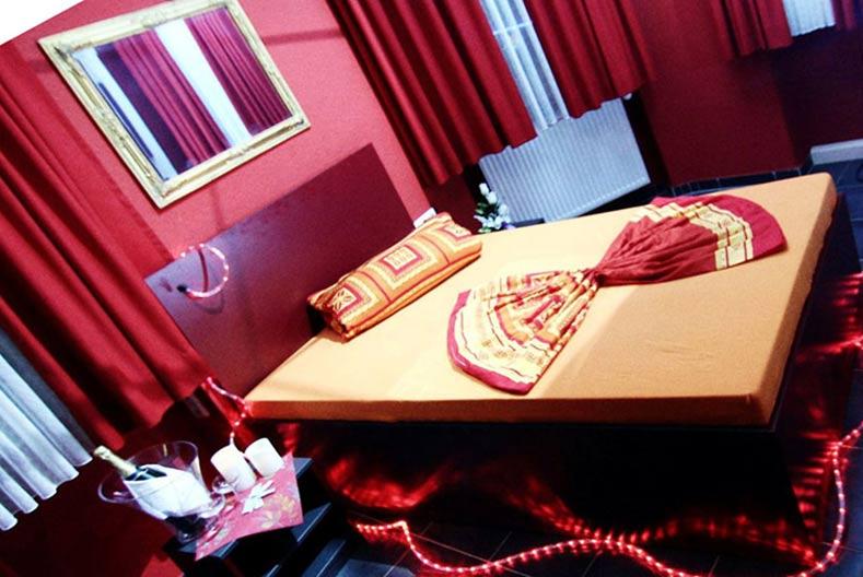 Eroscenter Neunkirchen Ambiente Rot